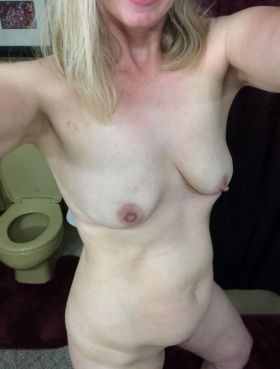 Annonce sexe: Femme cougar cherche à dépuceler un jeune mec