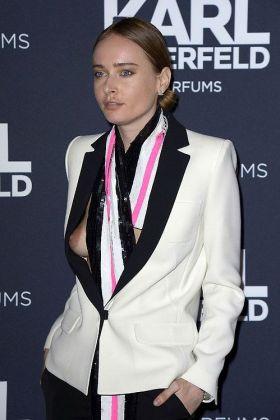 Olga Sorokina : La top model laisse dépasser son sein !