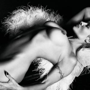 Pamela Anderson nue est pas mal ave...