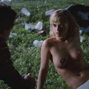 Quelques photos des seins nus de Ch...