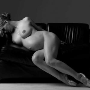 Erotic art avec une femme enceinte ...
