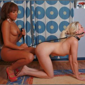 Salope black dominatrice et jeune s...