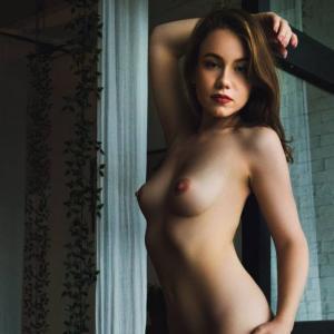 La femme nue sur ton écran