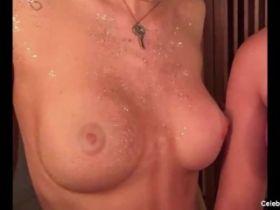 Bella Thorne sexy et nue