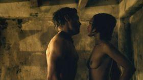 Cynthia Addai Robinson nue dans Spartacus Vengeance