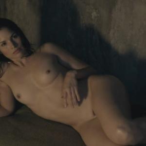 Katrina Law nue dans Spartacus