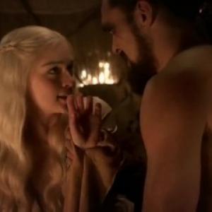 Les scènes de sexe d'Emilia Clarke ...