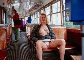 Nichons à l'air dans le train