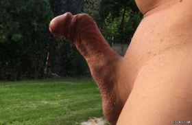 Photo d'un mec à la bite tordue
