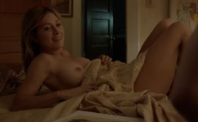 Sasha Alexander seins nus dans Shameless