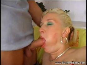 Video porno avec une femme enceinte blonde a la chatte rasee