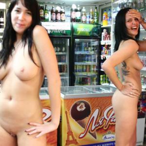2 filles complètement nues dans un ...