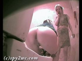 1 heure de camera cachee dans les toilettes des femmes !