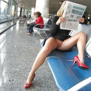 Upskirt amateur à l'aéroport