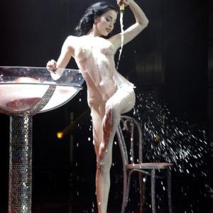 Dita Von Teese nue sur scène