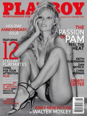 Quelques photos de Pamela Anderson nue dans  Playboy (2007) à l'époque où c'était encore une bombe sexuelle