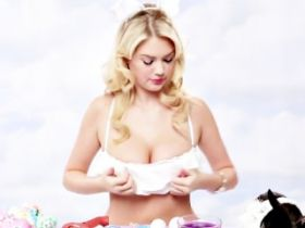 Video de Kate Upton en lapine sexy pour distribuer les oeufs de Paques