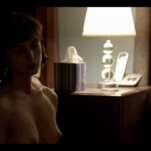 Morena Baccarin nue dans des scènes...