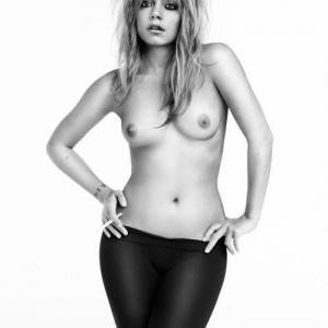 Les seins de Lily Allen me font ban...