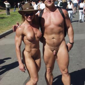 Photo d'un couple bodybuilder natur...
