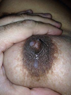 Quelques photos de mes seins pleins de lait