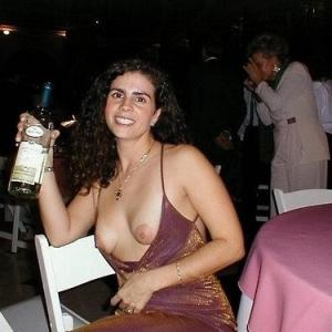 Nichons a l'air après une soirée bi...