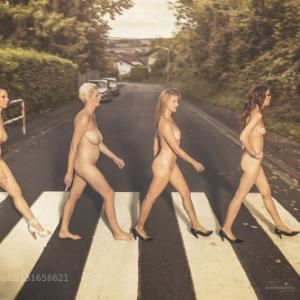 Photo de femmes nues sur un passage...