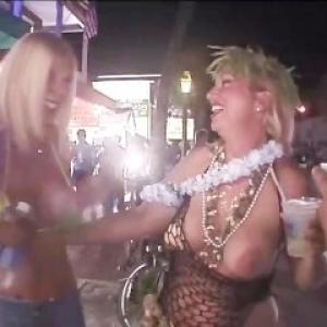 Video de filles bourrées qui montre...