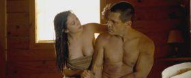 Les seins nus d'Elizabeth Olsen dans le film Oldboy