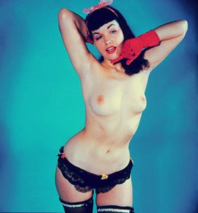 Bettie Page en pin up nue