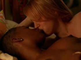 Scène lesbienne: Nina Rausch et Samira Wiley nues dans Orange Is The New Black