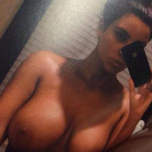Selfie des seins nus de Kim Kardash...