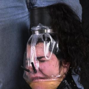 Sexe bizarre : Remplie de pipi !