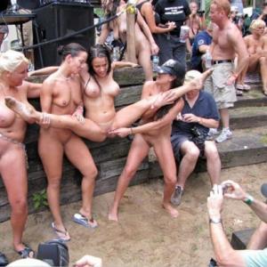 Photo d'un festival de musique où t...