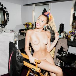 Miley Cyrus toute nue dans V Magazine