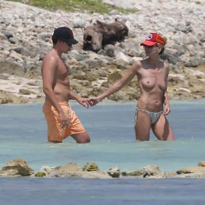 La suite des photos topless d'Heidi...