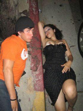 Qu'est ce que tu fais quand tu croises une fille sexy bourrée? Une photo de oops voyeur!