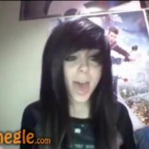Emo Girl nue se gode en webcam