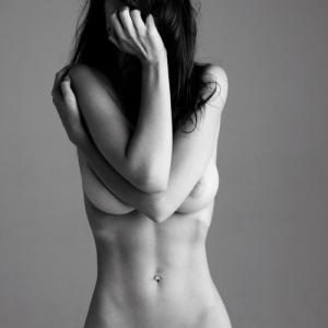 Emily Ratajkowski s'exhibe nue