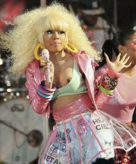 OOPS! Cette femme noire blonde montre un téton sans le vouloir
