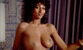Pam Grier nue dans le film Coffy, la panthère noire de Harlem